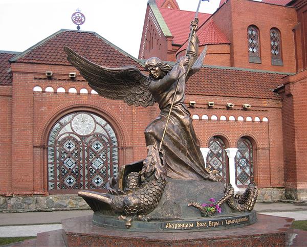 Скульптура Архангела Михаил в Минске, Архангел Михаил около Красного костела в Минске