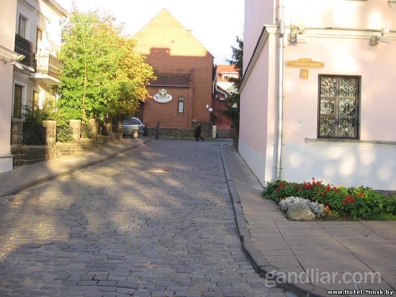 Выложенные брусчаткой дороги в Троицком Предместье, дороги Троицкого Предместья в Минске