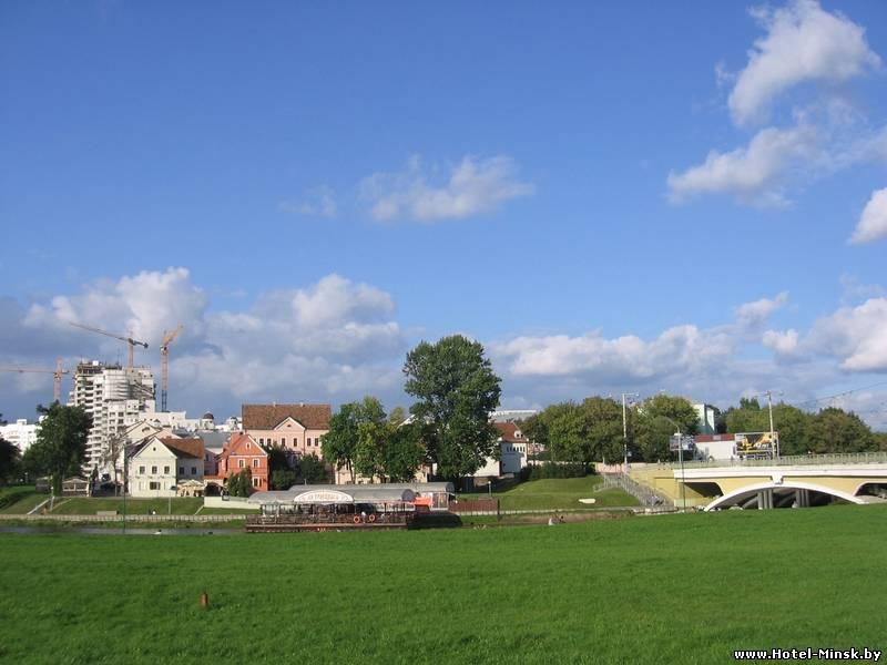 Куда сходить в Минске погулять, парк рядом с Троицким предместьем