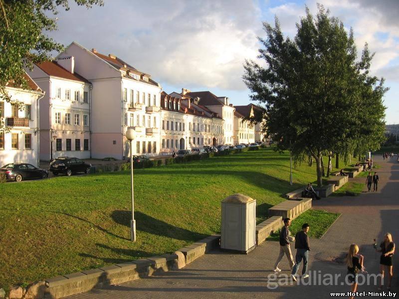 Прогулки по Троицкому Предместью в Минске, Прогулки вдоль реки Свислочь