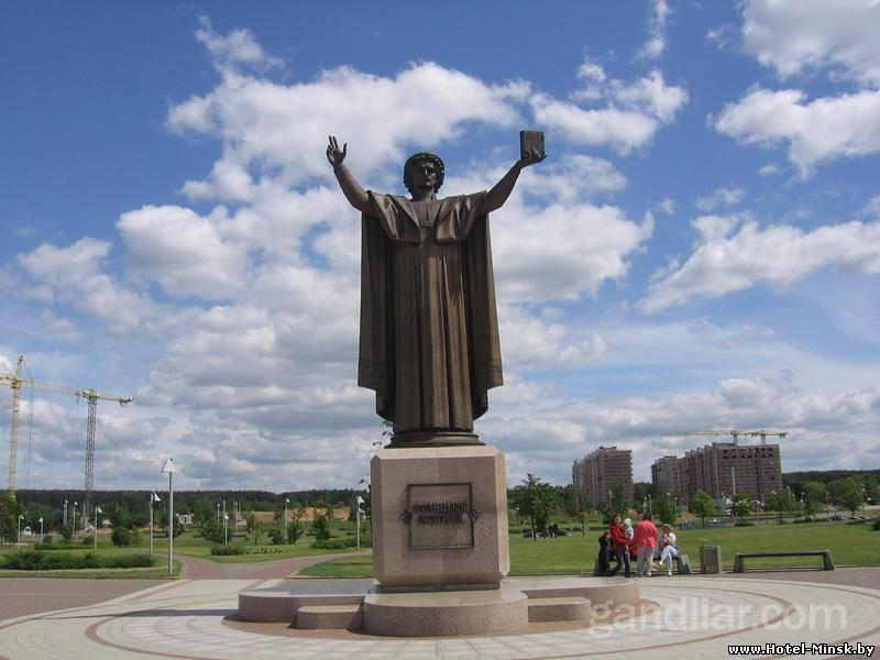 скульптура Ф.Скорины в Минске, памятник около национальной библиотеки Белоруссии